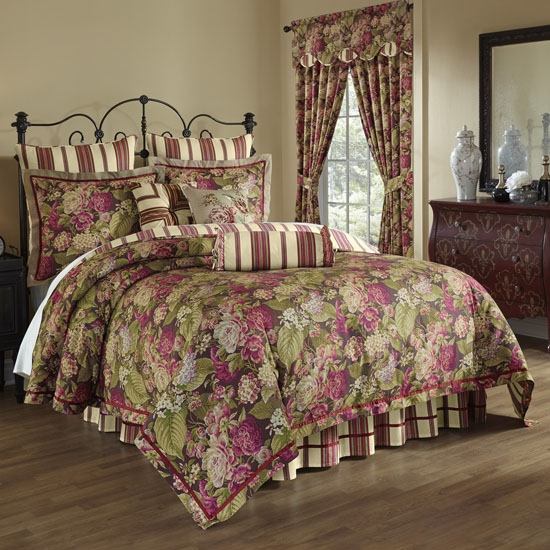 Luxurious Ornate Traditional Floral Plum Crimson Green